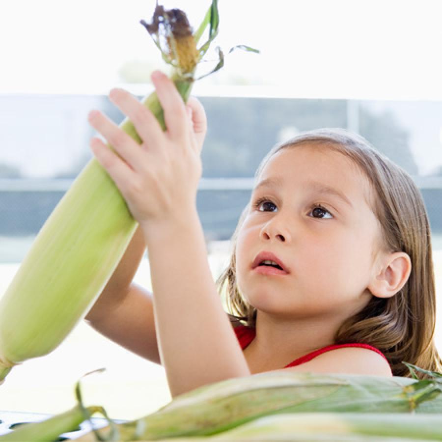 girl-with-corn